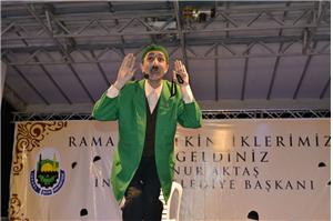 Teyo Emmi Ramazan Sokağı Sahnesinde